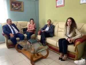 Aldo Renato Terrusi në zyrën e drejtorit të Burgut të Burrelit, gjatë realizimit të emisionit Opinion të Tv Klan